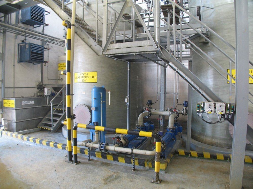 Filling pumps and flocculation tank<br />Spolchemie Usti